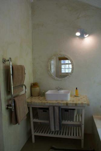 13-Tierhoek-Bathroom-sink