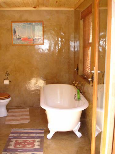 17-Stone-cottage-bathroom