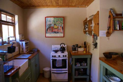 6-Stone-Cottage-kitchen