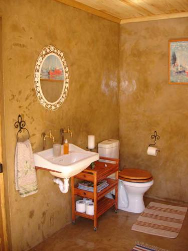 17-Stone-Cottage-bathroom-sink