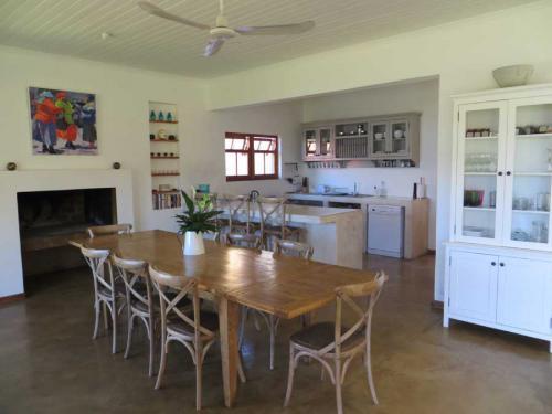 19-Fig-Tree-Dining-room
