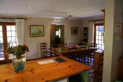 7-Tierhoek-Dining-Room